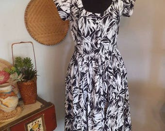 Vintage Black and White Tropical Print Dress ~ 70s Murray Meisner ~ Size 10 ~ Cotton ~ Classy Flair Skirt Luau New wave