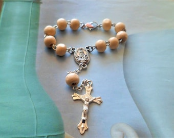 Rosary decade in Beige wood to hang on the rearview mirror of car with clasp