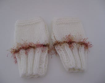 Ecru and poilee wool mittens