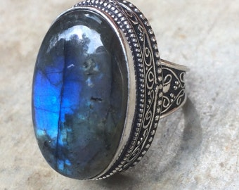 Ring size 56 silver and labradorite. Huge Labradorite ring size 7.5. Antique ring. Old ring. Bohemian ring. Large stone.