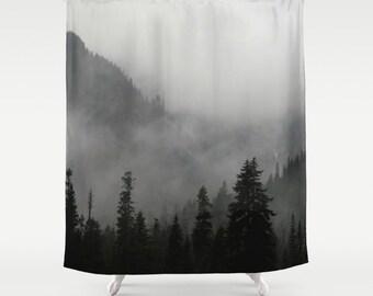 Douche Rideau - PNW, au nord-ouest, montagne, brouillard, Treescape, nature sauvage - Nature Photograpy par RDelean Designs