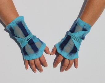 Gauntlets felted on silk, in turquoise