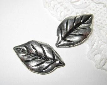 20 pcs - Antique Silver Leaf Charm (CM-023-S)