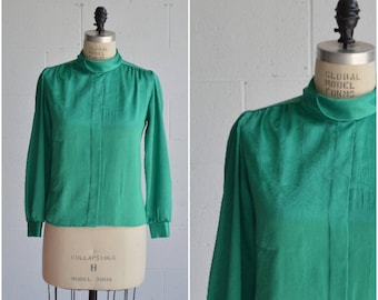 1970s emerald green blouse · satin blouse · long sleeve top · vintage jewel tone top · button up blouse · vintage green blouse · small/med