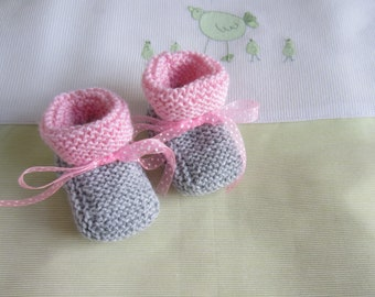 """""""Gray and pink"""" baby booties size newborn - hand made knit"""