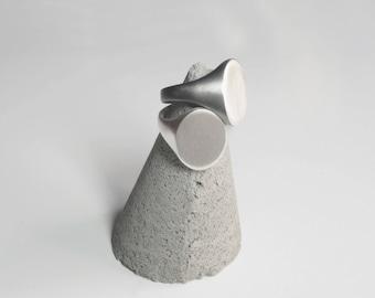 ANILLO sello de plata sencillo y minimal , forma ovalada , plata de ley , plata mate, regalo para hombre , regalo para mujer