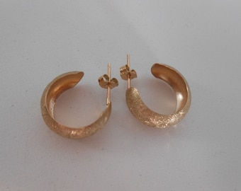 Vintage 10K Yellow Gold Leaf Accent Earrings