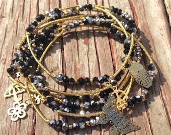 Black & Silver Beaded Charm Bracelet with gold plated charms - Semanario pulseras de piedritas negras y plateado con dijes chapa de oro