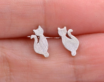 Sterling Silver Cute Little Kitty Cat Tiny Stud Earrings Textured Brushed Finish z5