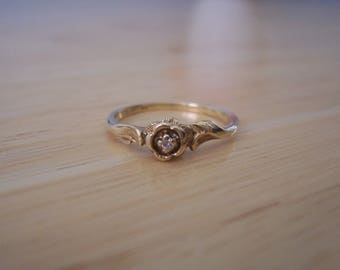 Sweet Vintage Dainty Natural Diamond Flower Ring in Yellow Gold