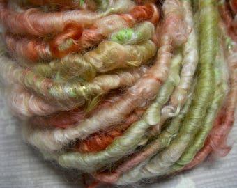 RÉSERVÉ pour K---filé Corespun bouclés Art laine en rouge vert or rose avec éclat par KnoxFarmFiber pour tricot armure embellissement