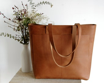 Oversized Camel Leather tote bag with outside pockets. Cap Sa Sal Bag. Handmade.