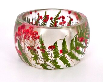 Size XL Fern and  Baby's Breath Resin Bangle.  Red and Green Pressed Flower Bracelet.  Plus Size Bracelet Real Flowers. Engraved Personalize