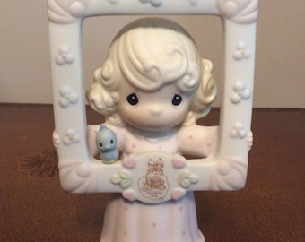 Vintage Enesco / 1996 PRECIOUS MOMENTS / You're As Pretty As A Picture/ Figurine