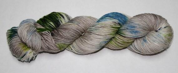 Ready to Ship - Je Suis Prest Hand Dyed Sock Yarn - Twist Sock