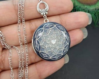 Vintage style Ornate Locket - silver tone/Wedding Necklace/Anniversary/Bridesmaid gift/Birthday/Sister/Mom/Daughter/friends