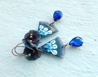 The flower in shades of blue earrings
