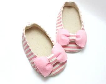 Pink Baby Shoes. Baby Girl Shoes. Fabric Baby Shoes. Toddler Girl Shoes. Baby Booties. Felt Baby Shoes. Infant Shoes. Soft Sole Shoes.