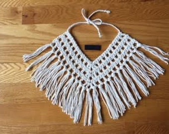 Collar flecos beige. Crochet necklace boho beach style. Fringes hippie chic tassels