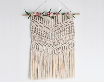 Stabilized flowers macrame wall hanging / Macrame wall hanging with stabilized flowers