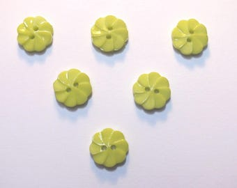 LOT 6 buttons: flower twisted green 13mm