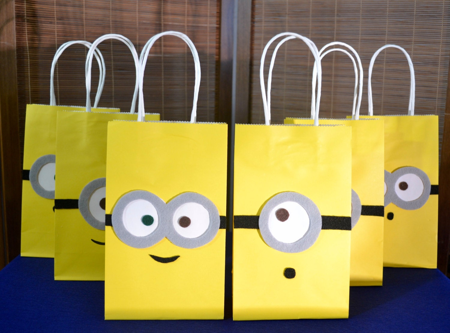 minions favor bags set of 12 minion inspired party bags. Black Bedroom Furniture Sets. Home Design Ideas