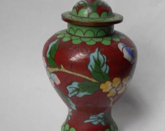 Antique Lidded Cloisonne Chinese URN.