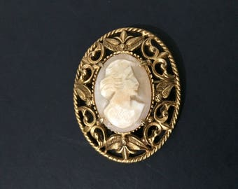"""1 1/2"""" x 1 3/4"""" Florenza Cameo Signed Vintage Carved Pin Brooch"""