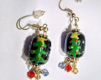 Christmas Lampwork Earrings; Christmas tree glass bead earrings; Christmas earrings; Lampwork & Swarovski crystal beaded earrings; Xmas tree