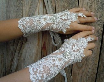 Ivory lace gloves / bridal gloves,french lace gloves ,fingerless, wedding glove,bridal accessories,elegants glove