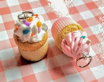 Pendants cupcakes.Colgantes Cupcakes.comida en miniatura.cake pendants jewerly food.hecho a mano