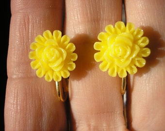 Play Earring - Clip or Pierced - Flower - Yellow - 1/2""