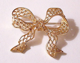 Monet Big Bow Ribbon Pin Brooch Gold Tone Vintage Open Diamond Pattern Wide Band Raised Nail Head Accents