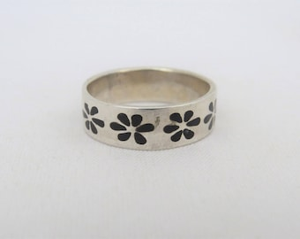 Vintage Sterling Silver Black Enamel Flower Band Ring Size 9.75