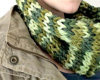 Snood, cowl, tube scarf, infinity scarf, loop scarf, neck-warmer in Green