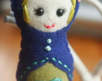 Custom Felt Matryoshka (Babushka) Doll Ornament. Christmas Ornament. Holiday Decoration.