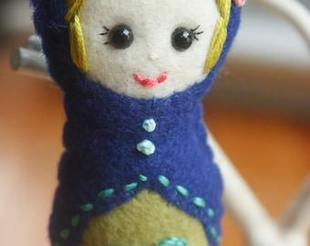 Filz Matroschka (Babuschka) Doll Ornament (4er SET). Christbaumkugel. Urlaub Dekoration.