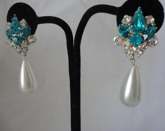 Stunning Teal Blue Crystal Vintage Earrings******.