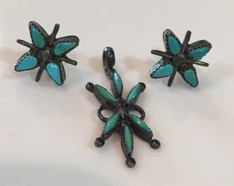 Vintage Zuni needle point turquoise earrings and pendant in sterling silver. Circa 1950's.