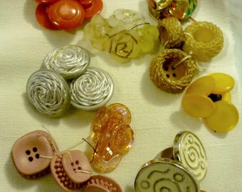 Buttons 36 multicolored 13 to 27mm plastic