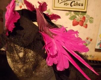 AMAZING !!!! Original 1940's WW2 - 3 Birds Fushia Pink Hat.