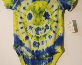 Infant 6-9 Month Smiley Face Peace Sign Onsie Bodysuit