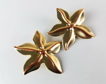 Vintage Clip Ons Gold Starfish Earrings - Large oversized gold earrings - Star earrings - 80s costume jewelry - beach nautical big earrings