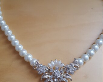Pearl like bead necklace with pendant