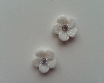 lot de 2 fleurs en résine avec strass au centre 12 mm blanc