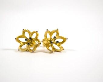 Blossom stud earrings, water lily flower earrings, lotus earrings, sterling silver everyday earrings, bridesmaids jewelry, bridal earrings