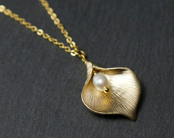 Gold Lily Necklace, with Freshwater Pearl. Gold Pearl Necklace. Calla Lily Necklace. Gold Flower Necklace. Gold pendant necklace.