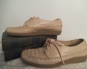 Vintage Tan Granny lace up comfy shoes ~ Woven leather ~ Hipster oxfords Size 7 B