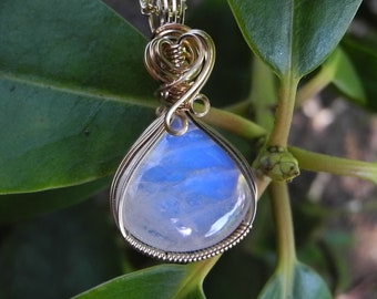 High Quality Blue Flash Moonstone Pendant in Gold, Perfect Pendant for A Bride on Her Wedding Day, Teardrop Necklace