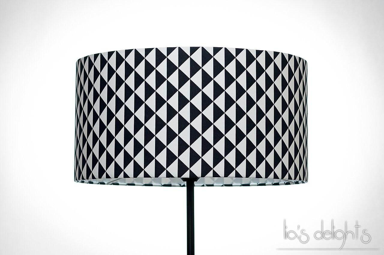 abat jour g om trique scandinave triangles noir et blanc. Black Bedroom Furniture Sets. Home Design Ideas
